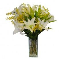 Arranjo Estilo Buque De Lírios Com Orquídeas